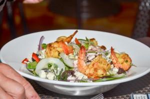 Shrimps an gemischten Salat